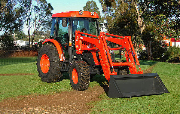 Daedong-Kioti_Tractor_DK551