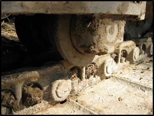 keep-your-machine-clean-final-drive-travel-motor-tracks