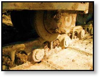 final-drive-travel-motor-dirty-undercarriage-1